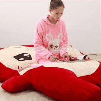 Những chiếc nệm thú bông hình cáo lười sẽ giúp các bé nhà bạn nhanh chóng quen với việc ngủ riêng nhờ hình dáng đáng yêu và sự mềm mại của chúng
