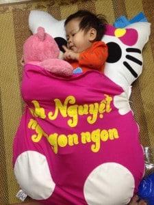 nệm thú bông Hello Kitty cho bé
