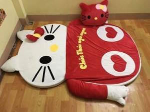 Nệm cao su hình Hello kitty màu đỏ